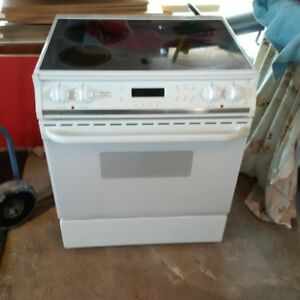 Frigidaire Gallery series flat top stove