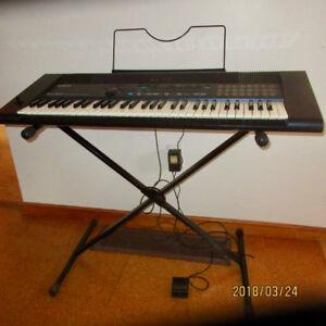 Roland keyboard EM-305 synthesizer