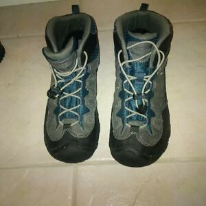 Youth Keens Boots size Youth 6.5 Kitchener / Waterloo Kitchener Area image 1