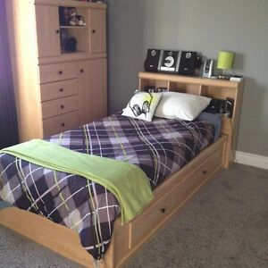 Twin Bed & 2 Dressers (Set - 4 pieces)