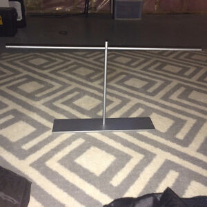gray/silver jewellery stand
