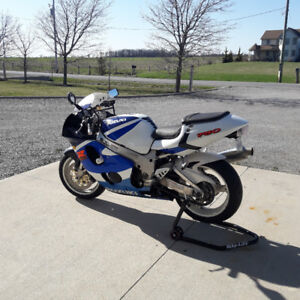1999 Suzuki GSXR 750 Fuel injected, never been down