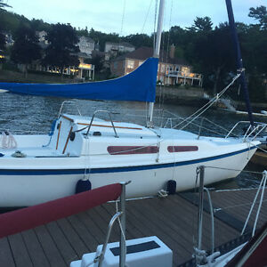 1986 MACGREGOR 25 SWING KEEL- FUN AND EASY TO SAIL