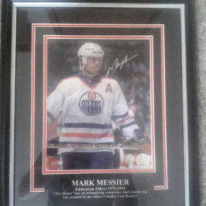 MARK MESSIER AUTOGRAPHED EDMONTON OILERS FRAMED PHOTO