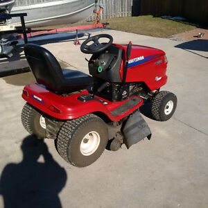 CRAFTSMAN RIDING TRACTOR LAWNMOWER