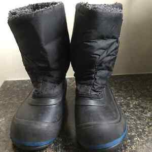 Great condition boys winter boots - size 9 toddler