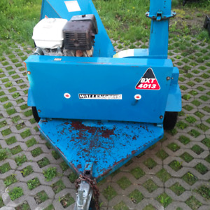 Trailer mounted portable wood chipper for branches and limbs