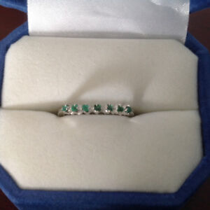 Genuine emerald ring 18 carat white gold