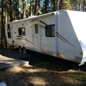 2011 trailer (30 feet) with slideout
