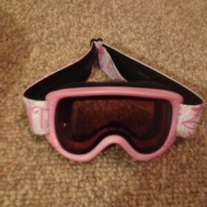 4 SNOWBOARD OR SKI GOGGLES/SPORTS