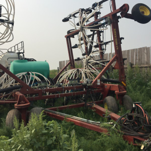 2003 Seed hawk airseeder with 2005 Bourgault 6550 tank