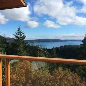 Stunning Ocean & Mountain view home on 10.7 acres + guess house!
