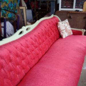 Grand canapé de style Louis XV