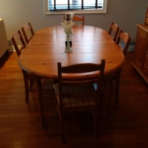 Dining Room Table with Hutch for Sale/EXCELLENT CONDITION