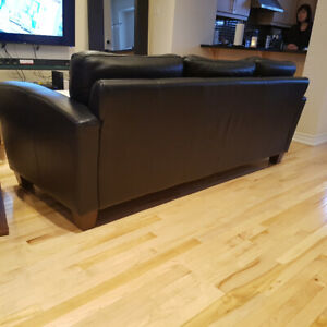 PAID $4599 FROM COJA: BLACK LEATHER COUCH & LOVESEAT 95% NEW