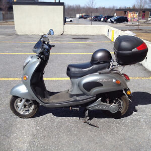 Scooteretti Eelctric Scooter  (Urbano)