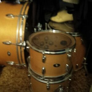 Vintage Slingerland 6 pc. Drum Kit plus Snare/hardware
