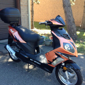 Scooter 50 CC Gimelli 2010 for sale. Only 410 km, automatic,