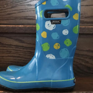 LIKE NEW! YOUTH SIZE 3 BOGS BOOTS
