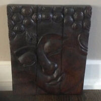 Superb triptych frame of buddha in carved wood