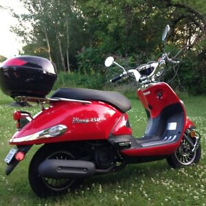 SCOOTER VINNY 150 CC 1744 KM SEULEMENT ROULE A 100 KM HEURE
