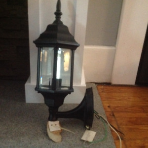 Outdoor carriage light