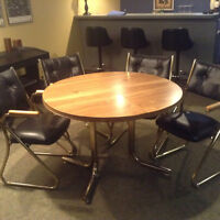 """42"""" Dining table w/4 chairs"""