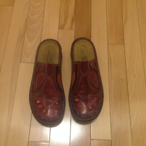 LADIES HAND MADE LEATHER SHOES