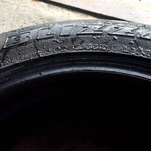 Pneus 19 po Blizzak de Bridgestone P245-65-R19