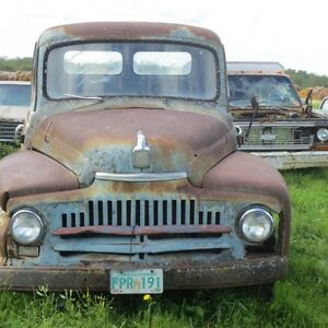 ANTIQUE TRUCKS FOR SALE