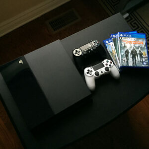PS4 + 2 controllers & games