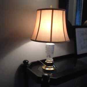 Crystal base table lamp