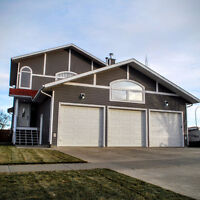 Great value in Calmar! 2006 home with numerous upgrades!