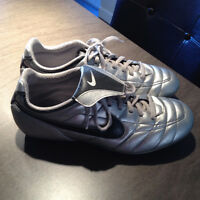 Womens Nike Soccer shoes only worn 4 times