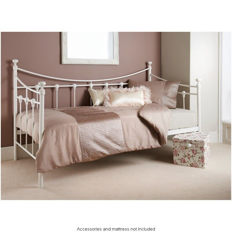 cream day bed in washington tyne and wear gumtree. Black Bedroom Furniture Sets. Home Design Ideas