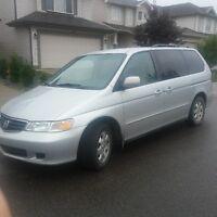 2004 Honda Odyssey EX Minivan with Low Mileage 111000 kms