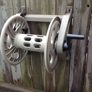 """SUNCAST"" WALL MAOUNT 12"" REEL -HOLDS 100FT HOSE"