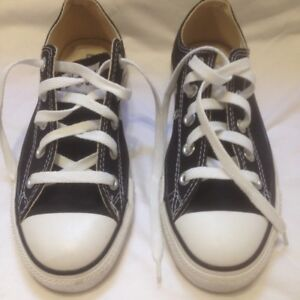 Black Converse All Star Low Top Sneakers Size Ladies 6M Boys 4M