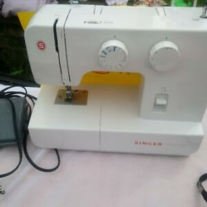 SOLD: Singer Sewing Machine - Promise 1409