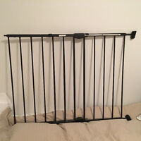 Extending Metal Safety Gate by Munchkin