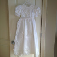 Beautiful Communion or Flower girl dress - Like New Size 6-10