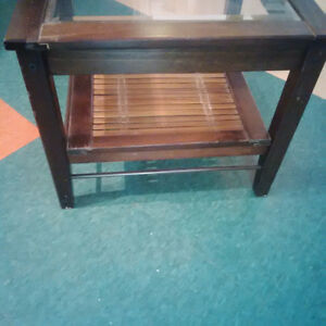 Small glass top end table $25 Kitchener / Waterloo Kitchener Area image 3
