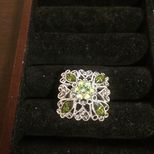 Excellent condition - adjustable rings (3 rings)