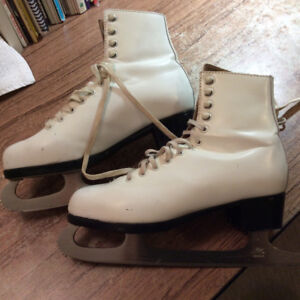Beautiful girl's white skates for sale!!