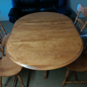Round Solid Maple Table with two leaves and 4 matching chairs