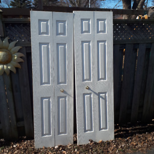 2 closet doors 800 series white in good condition