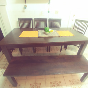 Dining Room Table / Bench / 4 chairs