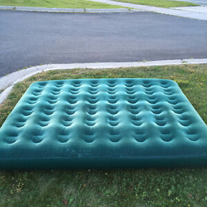 FOR SALE!!  GOOD QUALITY CAMPING STYLE QUEEN SIZE AIR MATTRESS