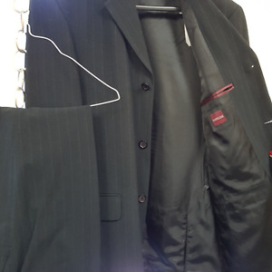 Massimo Black PinStripe 2-Piece Suit/Costume Homme - 38R (N2)