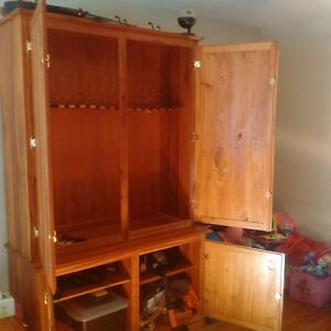 Solid wood gun cabinet Peterborough Peterborough Area image 2